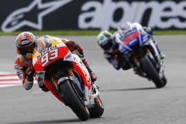 Márquez gana su undécima carrera del año en un mano a mano con Lorenzo