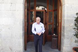 Soler presenta su carta de dimisión al presidente de la junta local del PP