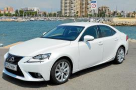 Lexus IS 300h: Más dinámico y atractivo