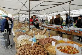 Impulsan una campaña para recuperar los visitantes del mercado dominical