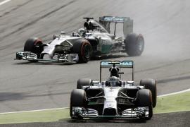 Hamilton se impone a su compañero Rosberg en Monza, donde Alonso tuvo que abandonar