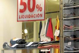 El 60 % del pequeño comercio prolonga las rebajas por las bajas ventas de agosto