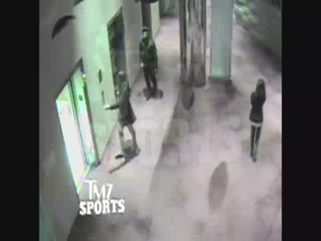 Obama condena la paliza de un jugador de fútbol americano a su mujer