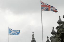 Cameron 'suplica' a los escoceses que no se separen del Reino Unido