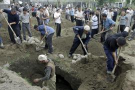 Más de 75.000 uzbekos huyen de la violencia étnica en Kirguizistán
