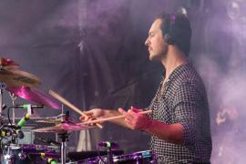 L.A. reemplaza a Crystal Fighters en el Solar Fest tras la muerte de su batería