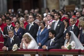 El Papa oficia sus primeros matrimonios