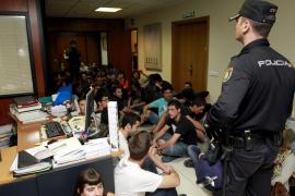 Condenados por un delito de desorden público los jóvenes que ocuparon la Conselleria d'Educació