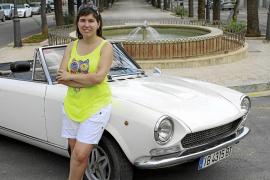 Margalida Portells y su Fiat 124 Sport de los años 60