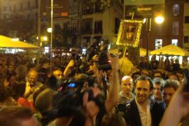 Sonora protesta de los docentes contra Bauzá y Camps en la Nit de l'Art