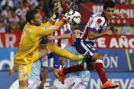 Sergio contiene al Atlético