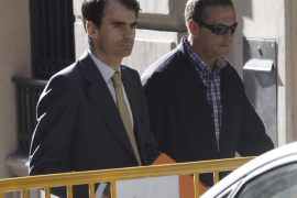 El juez insiste en que el PP se lucró de los fondos obtenidos por la trama