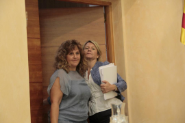 Cesa Joana Mª Camps y Núria Riera la sustituye en Educació