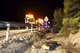 Herido leve tras volcar su coche en la autopista de Andratx