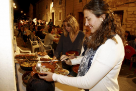 Binissalem celebra su multitudinario «sopar a la fresca»