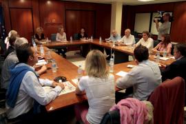 La nueva consellera de Educació se reune con sindicatos y padres
