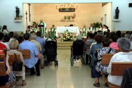 El padre Manolo celebra su última misa en Son Cotoner