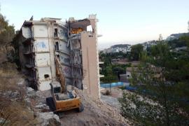 Las obras de demolición del hotel Rocamar están en su fase final