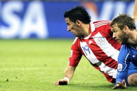 Italia comienza su defensa del título con un empate ante Paraguay (1-1)