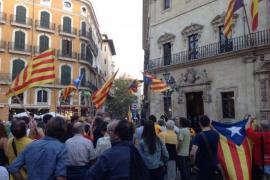 Concentración en Cort en apoyo a la consulta catalana del 9-N