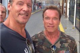 Arnold Schwarzenegger pasea por Ibiza