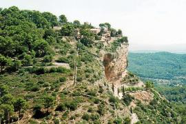 José A. Encinas compila información sobre las cuevas de la Isla en un libro