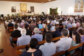 Centenares de personas despiden en Ferreries a Jaime Mascaró