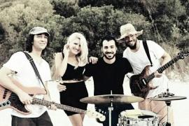 Marisa Blume Band suma su «pasión por el rockabilly» a la gala Pinktober