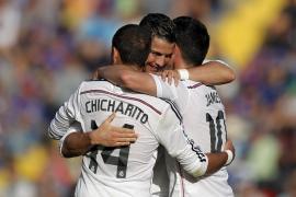 El Real Madrid golea a un Levante con pocos recursos