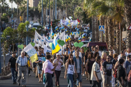 Miles de personas piden en Canarias su derecho a decidir sobre el petróleo