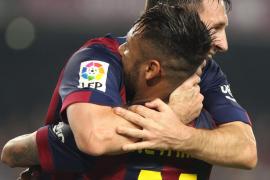 Messi acecha a Zarra; Xavi ejerce de genio y Neymar se luce