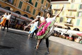 'Don Quijote' baila en la calle