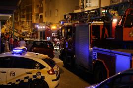Un incendio obliga a desalojar un edificio en Palma