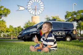 La Policía Nacional realiza un calendario para Aspanob