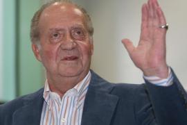 El Rey Don Juan Carlos bromea sobre su salud con los periodistas