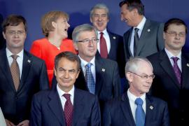 Zapatero pide «no hacer caso de los rumores» sobre la economía española