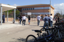 Preocupación en la Colònia de Sant Jordi por la proliferación de ratas en el colegio