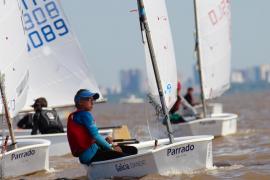 Aina Colom, campeona del mundo de la clase Optimist en aguas argentinas