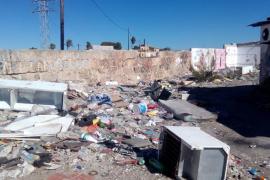 Truyol acusa al PP de condenar a los habitantes de Son Banya a vivir en un estercolero