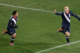 EEUU y Eslovenia se mantienen vivos en el Mundial (2-2)