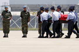 Portugal recibe con honores militares los restos de Saramago