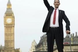 El hombre más alto y el más bajo del mundo, juntos en Londres