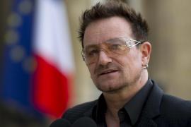 El avión en el que viajaba el cantante Bono, de U2, pierde su escotilla antes de aterrizar