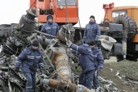 Comienza la recuperación de los restos del vuelo de Malaysia Airlines