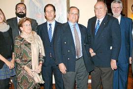 Guillermo Dezcallar recibe la medalla del Círculo Mallorquín