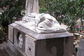 La comisión Llimona pide más protección para el cementerio