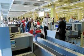 Los precios de los vuelos en Navidad a la Península se encarecen