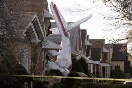 El piloto de un avión muere tras estrellarse contra una casa en Chicago
