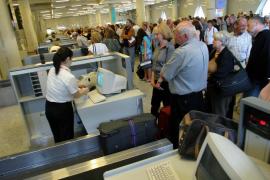Indignación en Balears por la desorbitada subida de las tarifas aéreas en Navidad