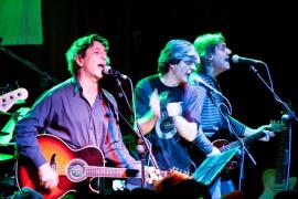 """La banda madrileña Mamá: """"Nunca le hemos perdido la pista a la sociedad que nos rodea"""""""